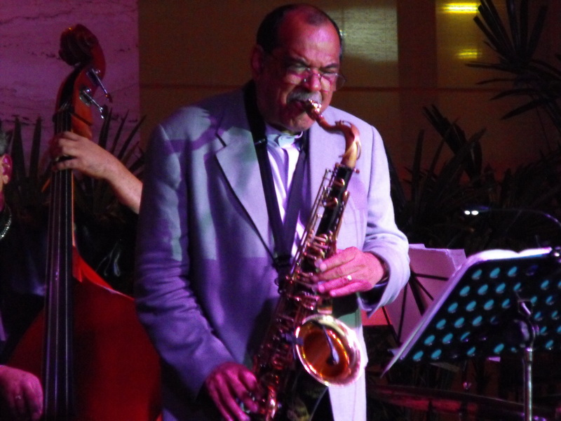 Ernie Watts at the Living Room