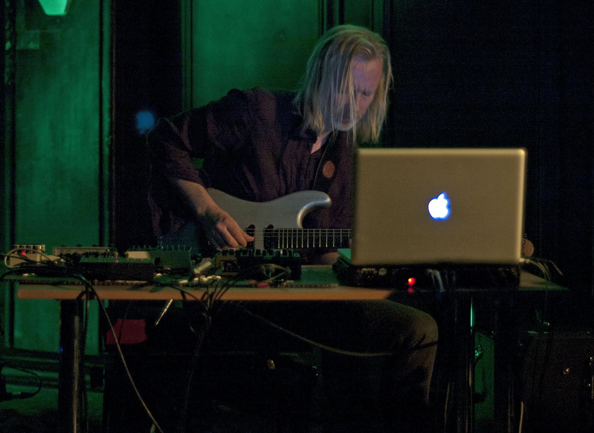 Eivind Aarset, Punkt in Tallinn, April 2011