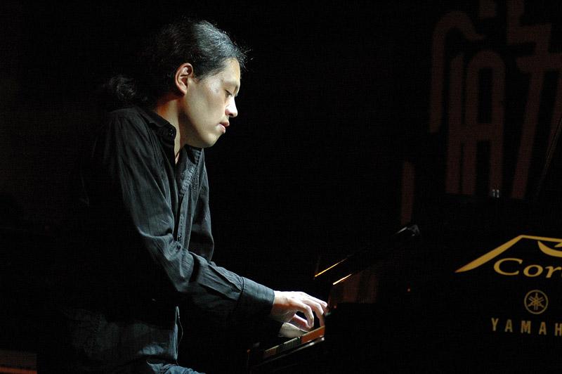 Pianist Nobu Stowe