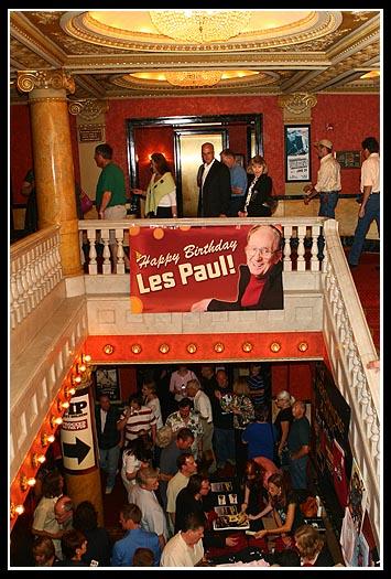 AllAboutJazz---Les Paul-Lobby- 6.21.08---Pat a. Robinson Photo9