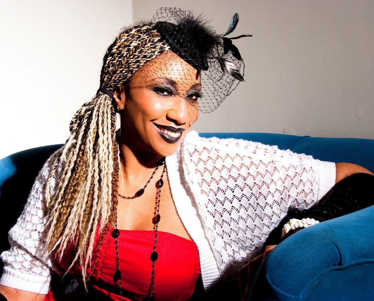 Juliet Kelly - British Jazz Singer and Songwriter