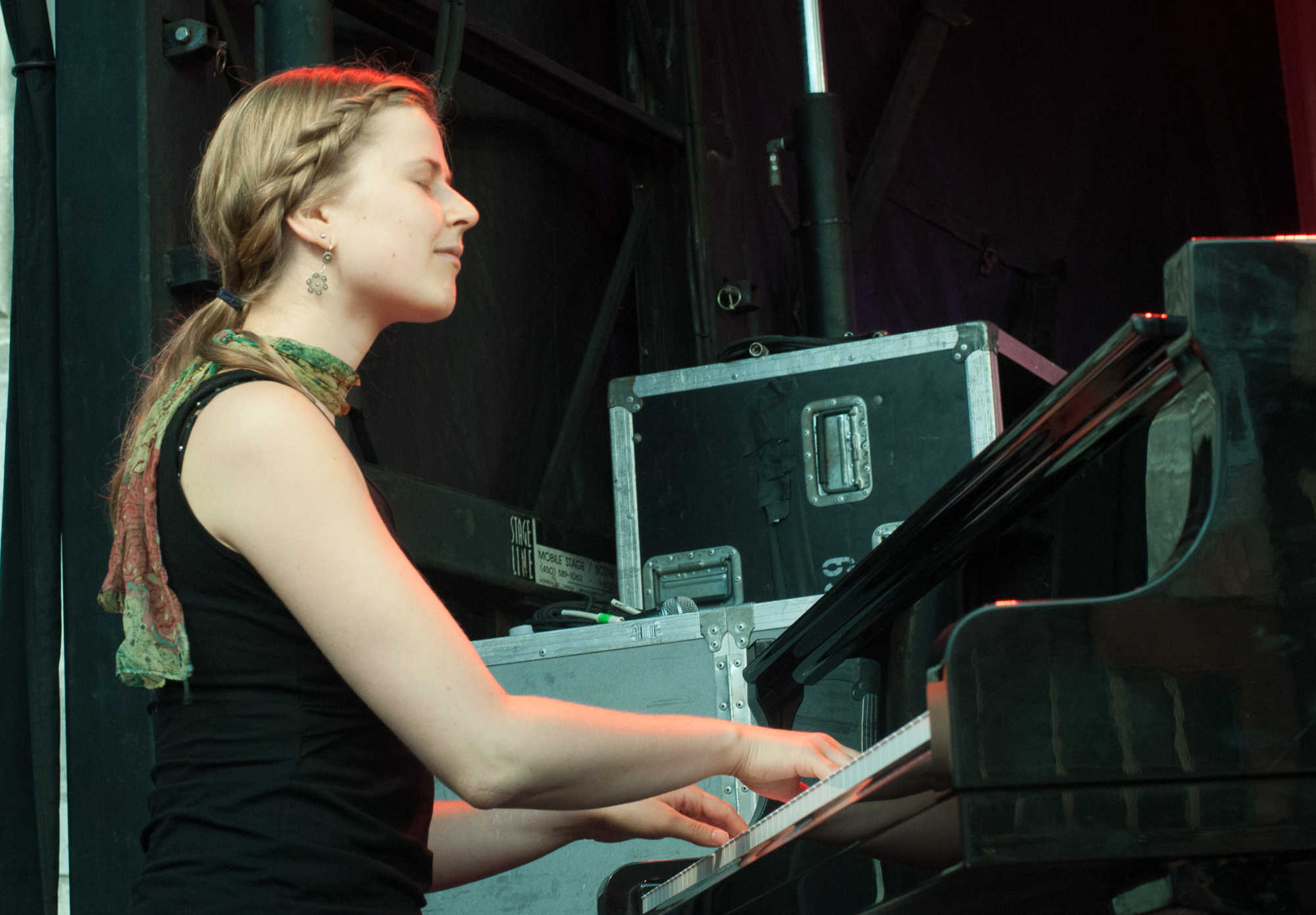 Catherine toren with pugs and crows at the montreal international jazz festival 2013