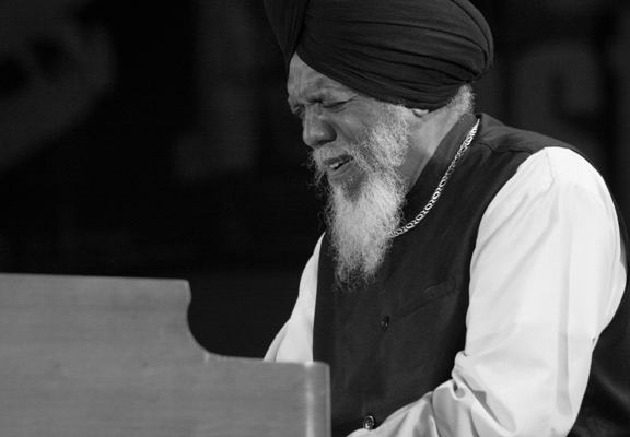 Dr. Lonnie Smith Performing with Joey Defrancesco's Band at the Chicago Jazz Festival; Chicago 2006