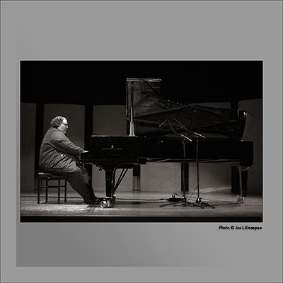 Simon Nabatov, DE Singel, Antwerp, Belgium, October 2004