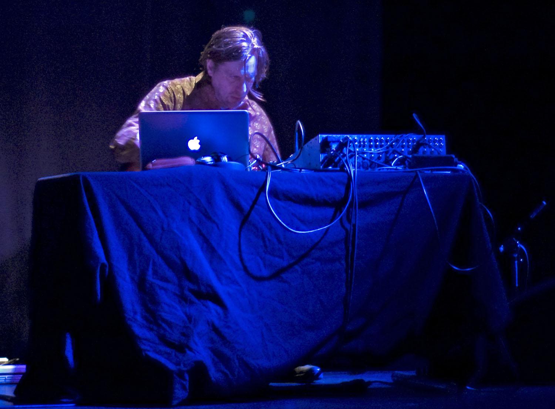 Christian Fennesz, Performing with Food at Enjoy Jazz 2010