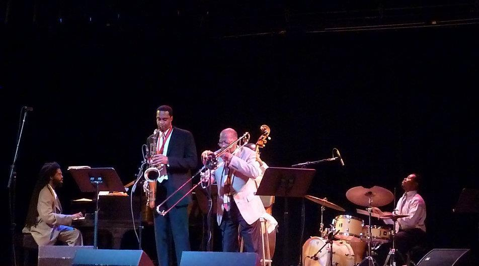 Live with javon jackson tenor sax ( ex. jazz messenger),the great curtis fuller (trombone) , mcclenty hunter- drums, corcoron holt- bass, joel holmes piano