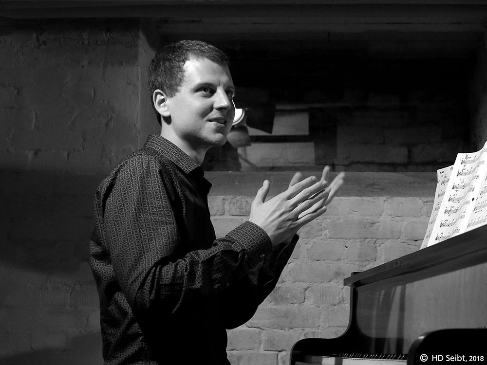 Julian Hartwell (Solo Piano)