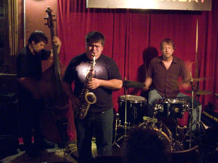 Oscar Noriega Trio (w Trevor Dunn & Tom Rainey) - Barbes 2008
