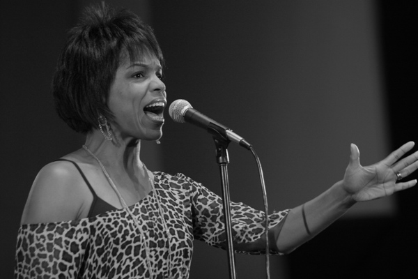 Vocalist Nnenna Freelon Performs at the Chicago Jazz Festival; Chicago 2006