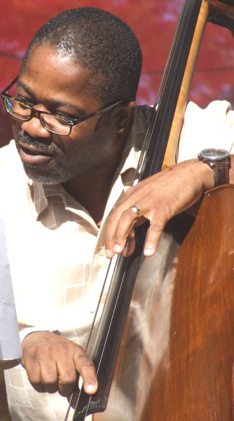 Rodney Whitaker with Dana Hall Quintet at 2010 Chicago Jazz Festival