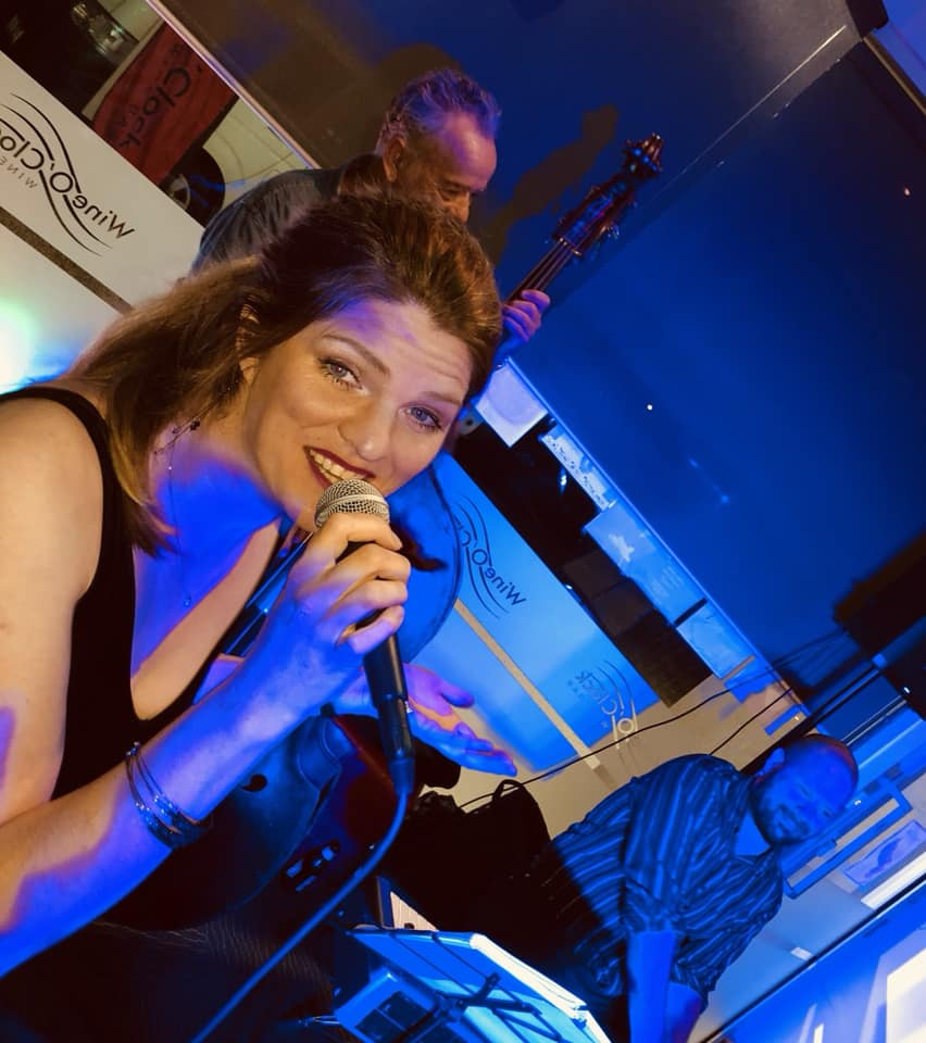 Juliarna Clark - jazz vocals