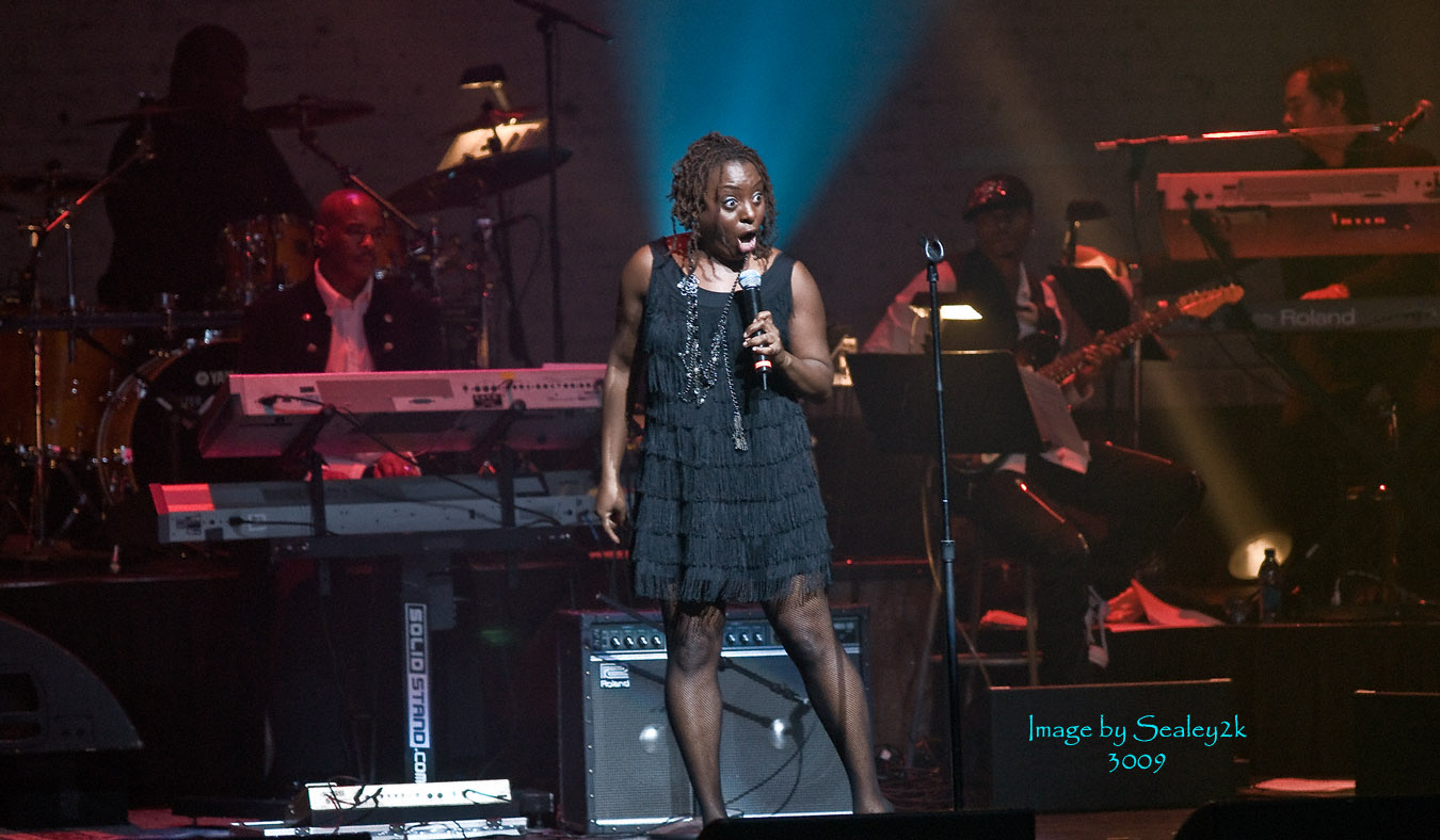 Ledisi Performing at the Apollo Theater (NY)