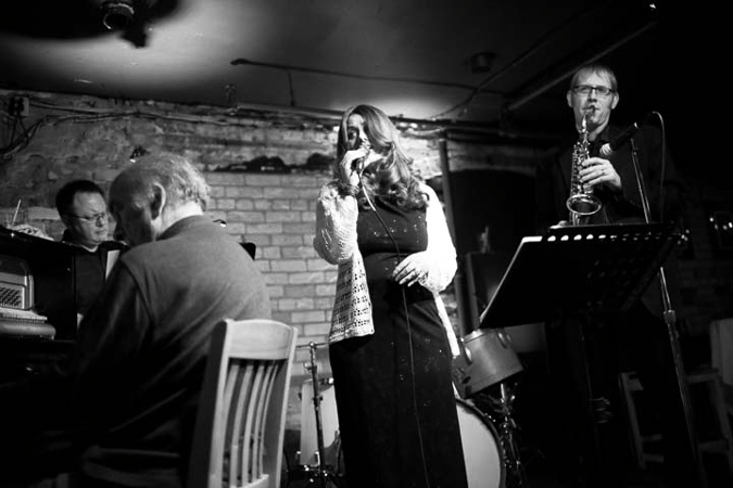 Julie McGregor Quintet with Norm Amadio on Piano