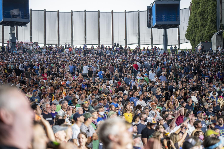 Shoreline Crowd