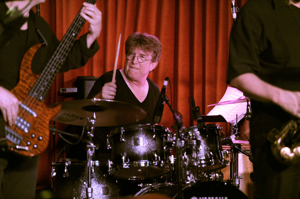 Tom Brechtlein Plays Drums with Bunny Brunel and Kaylene Peoples