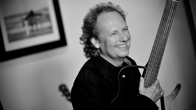 "Lee Ritenour: Behind a ""Twist of Rit"""