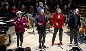 Interview with Photos of The Manhattan Transfer Swings Christmas concert in Cremona