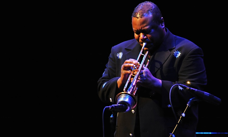 "Wallace Roney and His Mission to Record and Perform Wayne Shorter's Long-Lost ""Universe"""