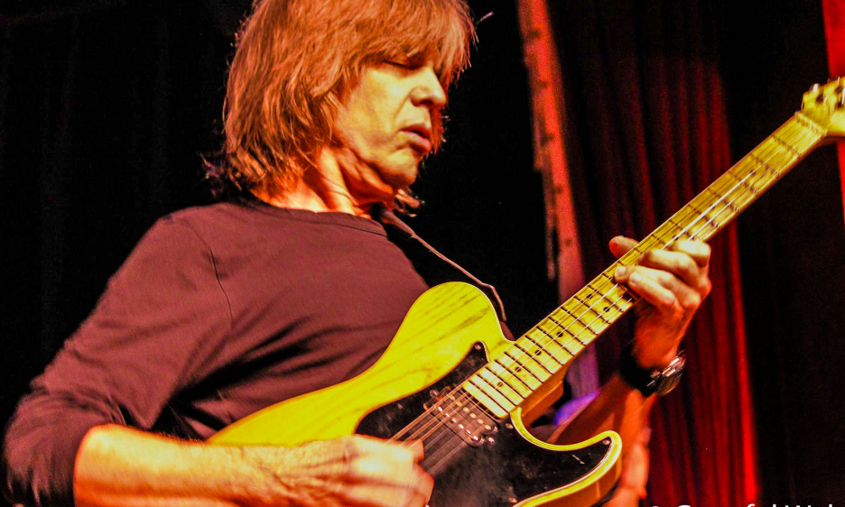 Mike Stern: Different Orbits