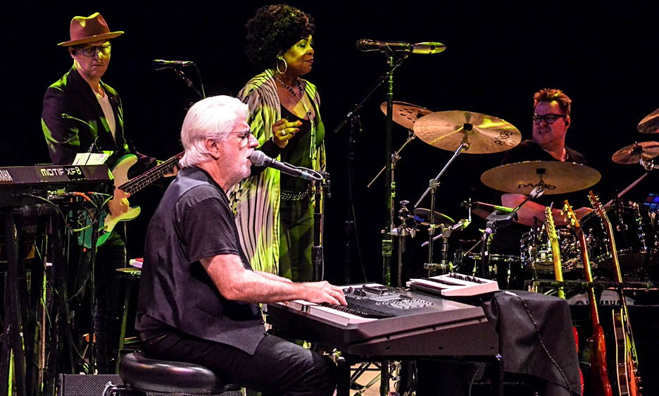 Michael McDonald with Chaka Khan at The NYCB Theatre at Westbury