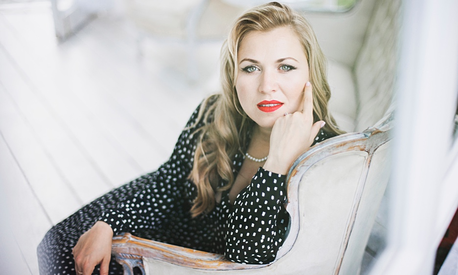 """Katerina Brown Places Songs Of Her Native Russia Alongside Pieces From The Jazz Repertoire On Her Debut, """"Mirror,"""" Due Oct. 18"""