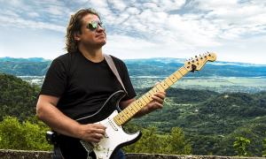 Guitarist Roman Miroshnichenko To Release A New Album With Symphony Orchestra