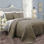 vue signature plush decor charlotte faux fur coverlet collection med beige 150x150 - 4moms mamaRoo Baby Swing - Silver Plush