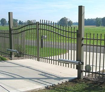 chain-link-swing-gates-4.jpg