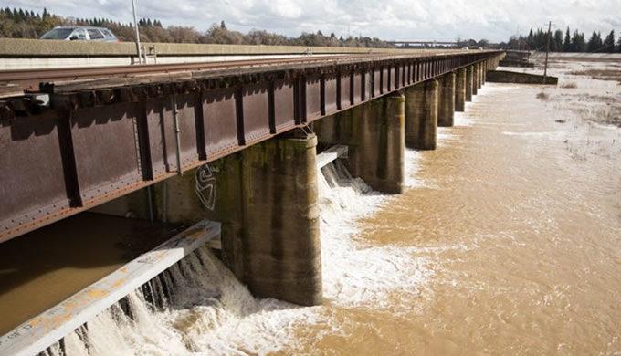 Sacramento Weir | Andrew Nixon / Capital Public Radio