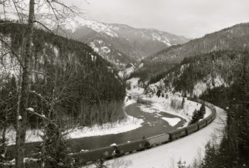 BNSF oil trains along the Middle Fork Flathead River. | Photo: Roy Luck (flickr)