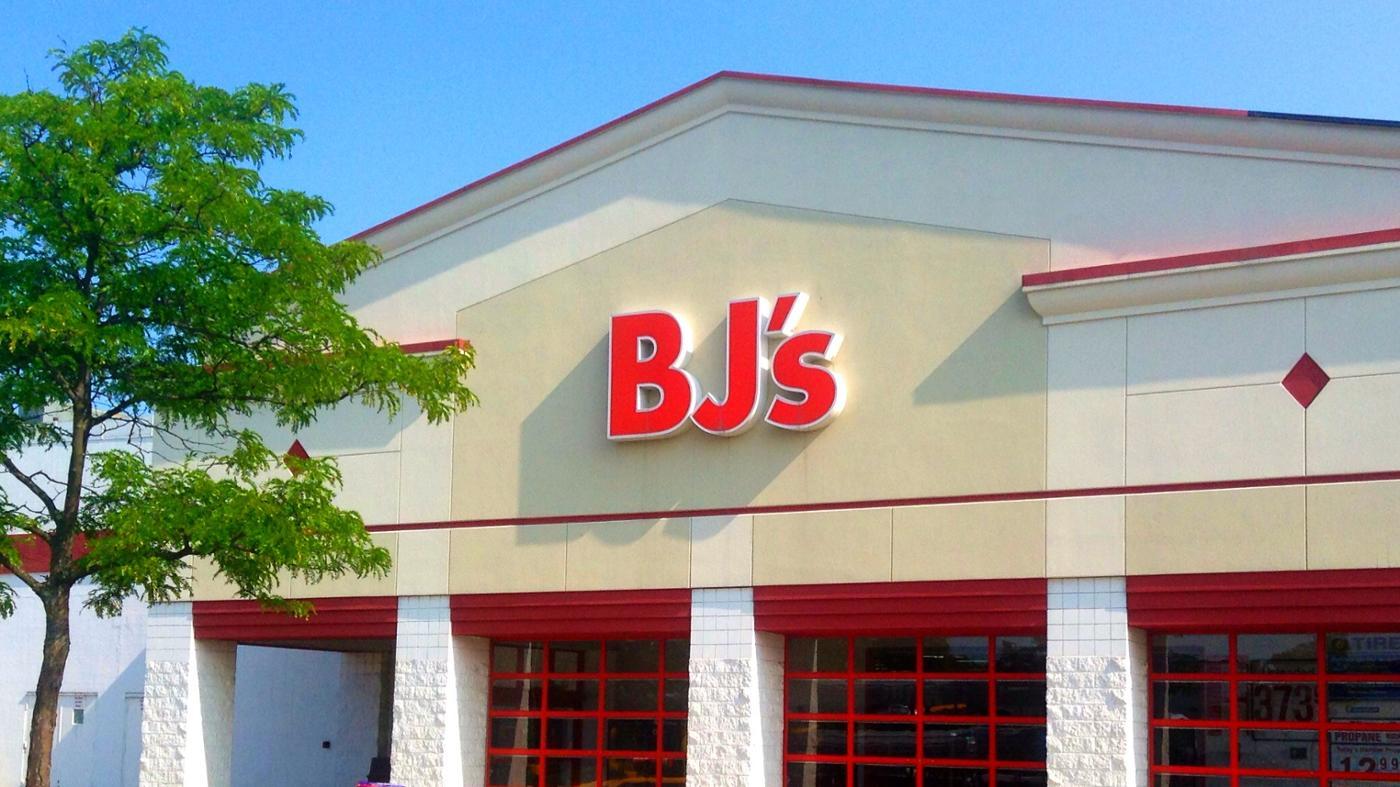 bj-bj-s-wholesale-club-stand