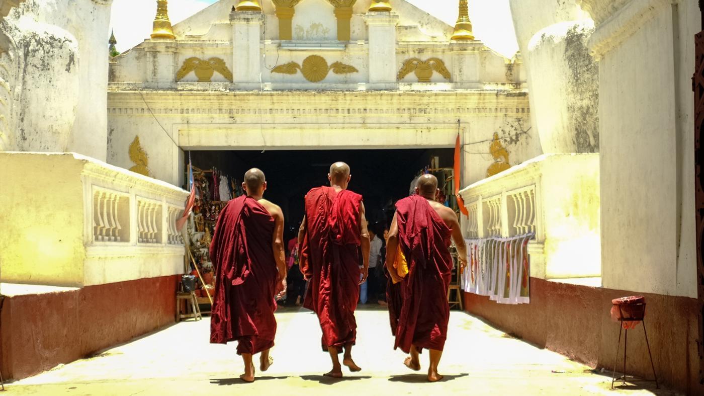 buddhists-wear