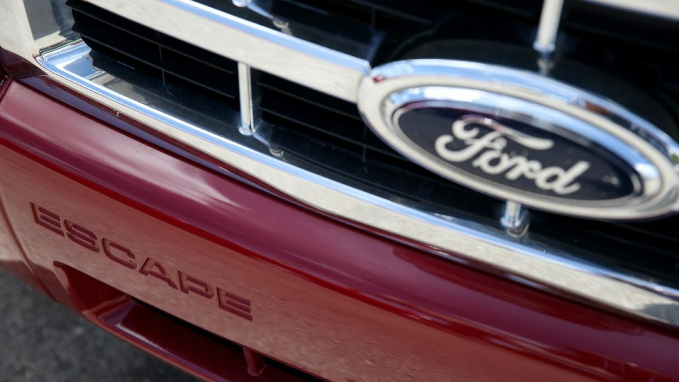 ford-edge-ford-escape-bigger-vehicle
