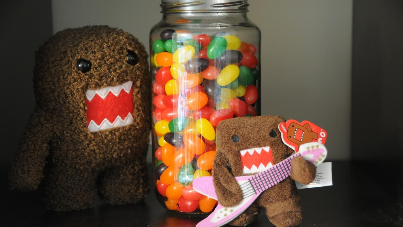 guess-many-jelly-beans-jar