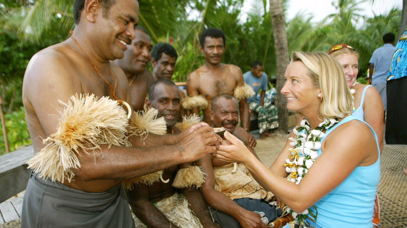 hawaiian-people-wear
