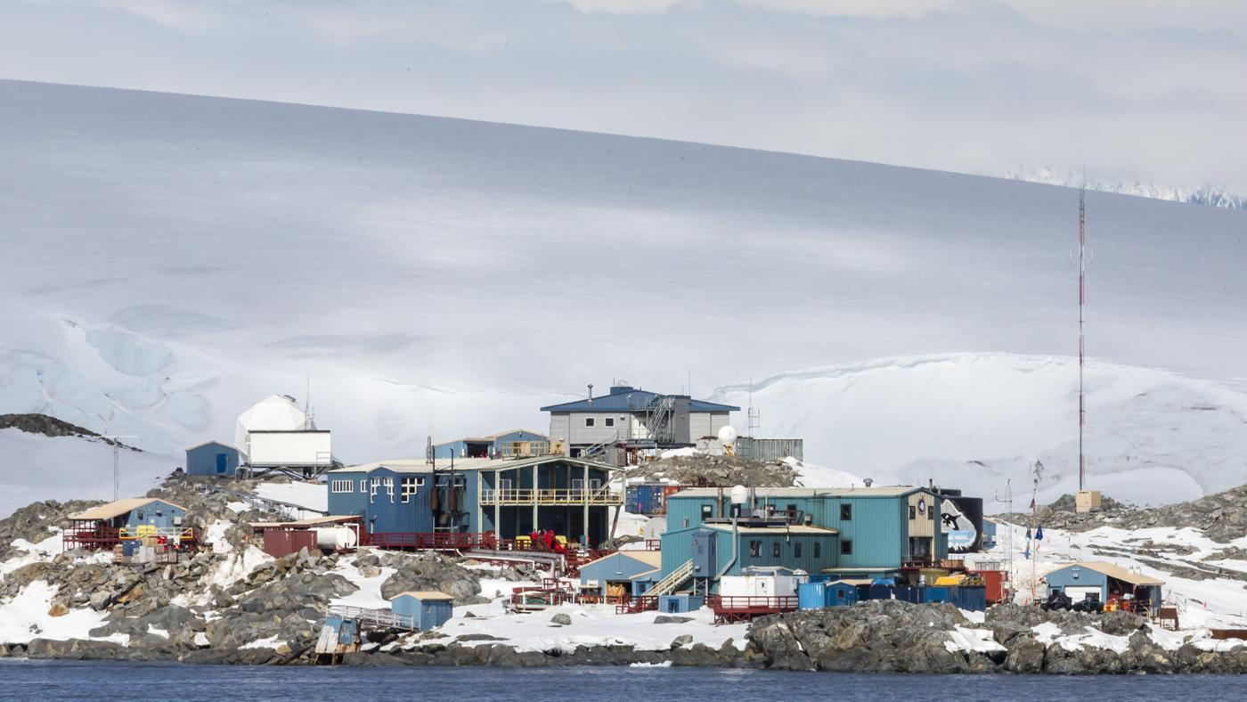 kind-houses-antarctica