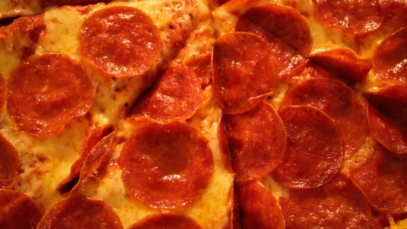 many-calories-slice-pepperoni-pizza
