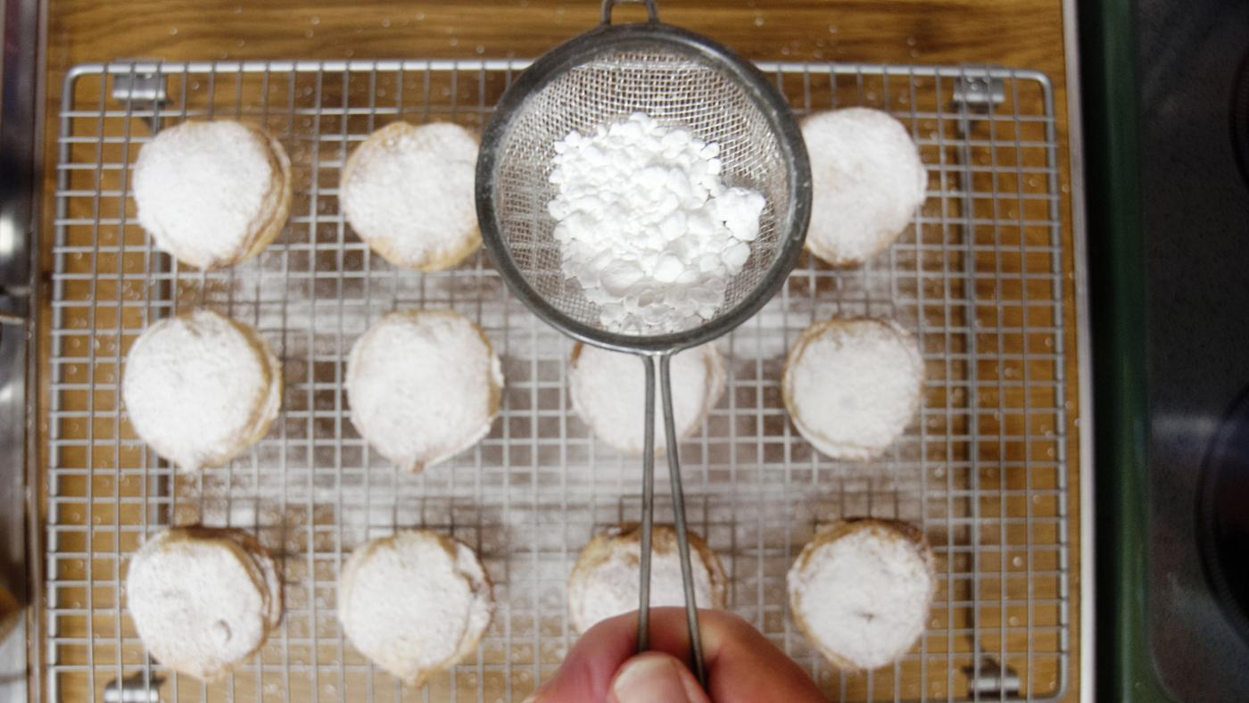 many-cups-box-powdered-sugar