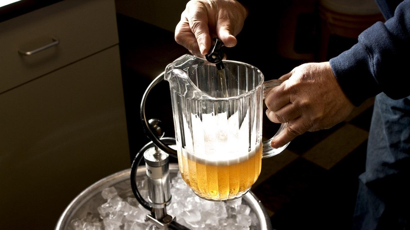 many-glasses-pitcher-beer