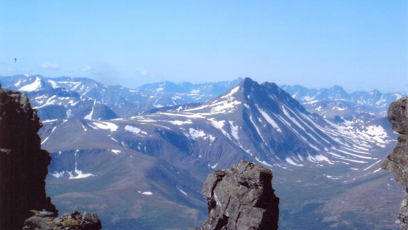 mountain-range-separates-europe-asia
