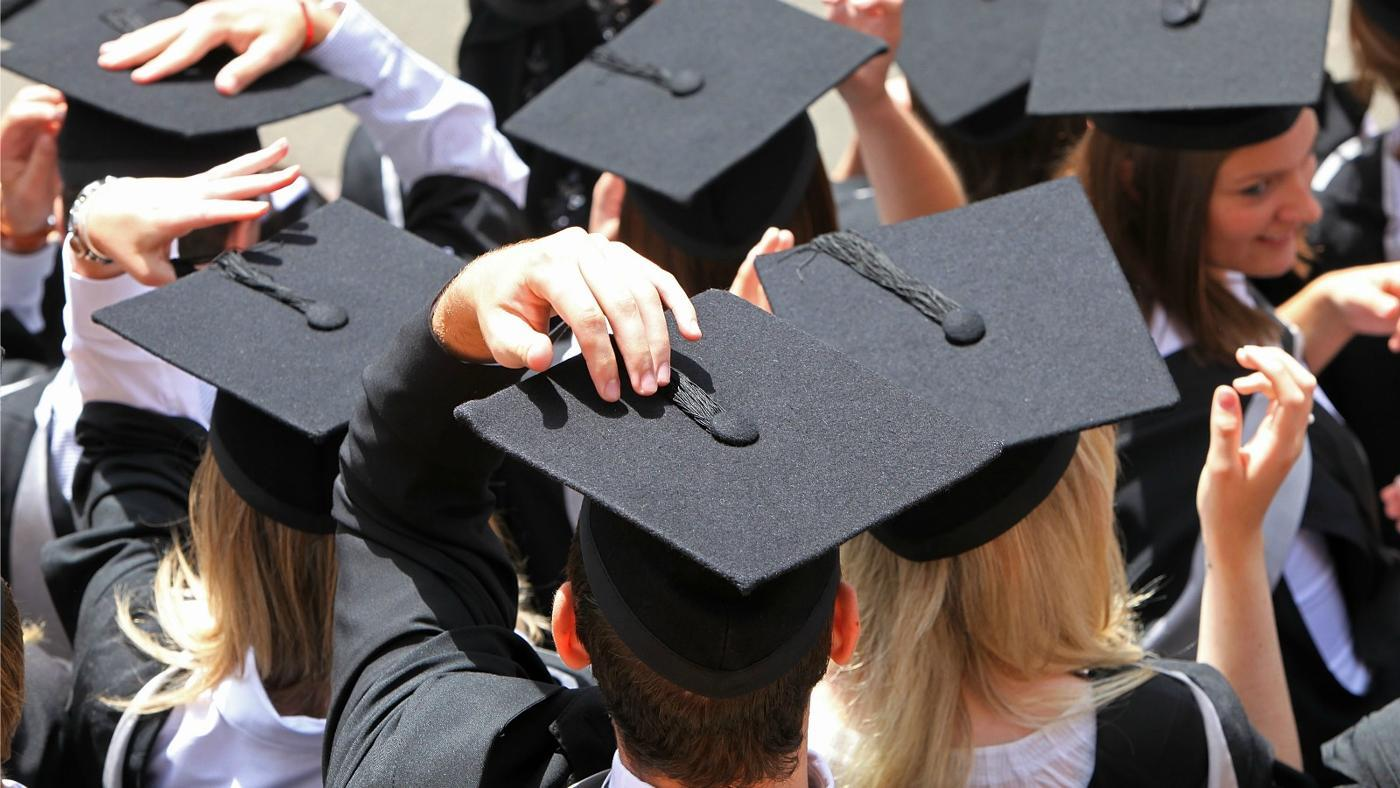 move-tassel-right-left-graduation
