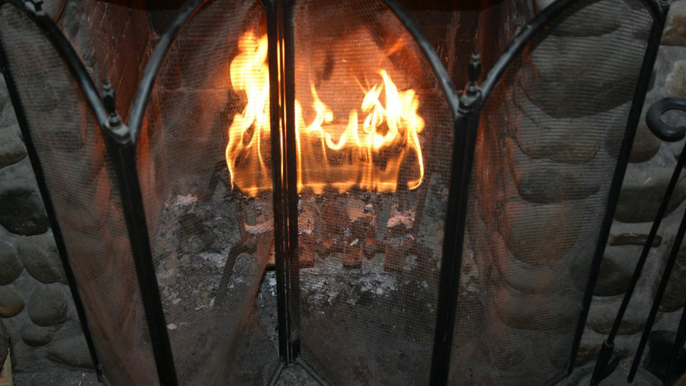 put-out-duraflame-logs