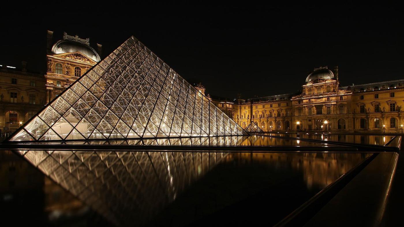 pyramid-shapes-around-house