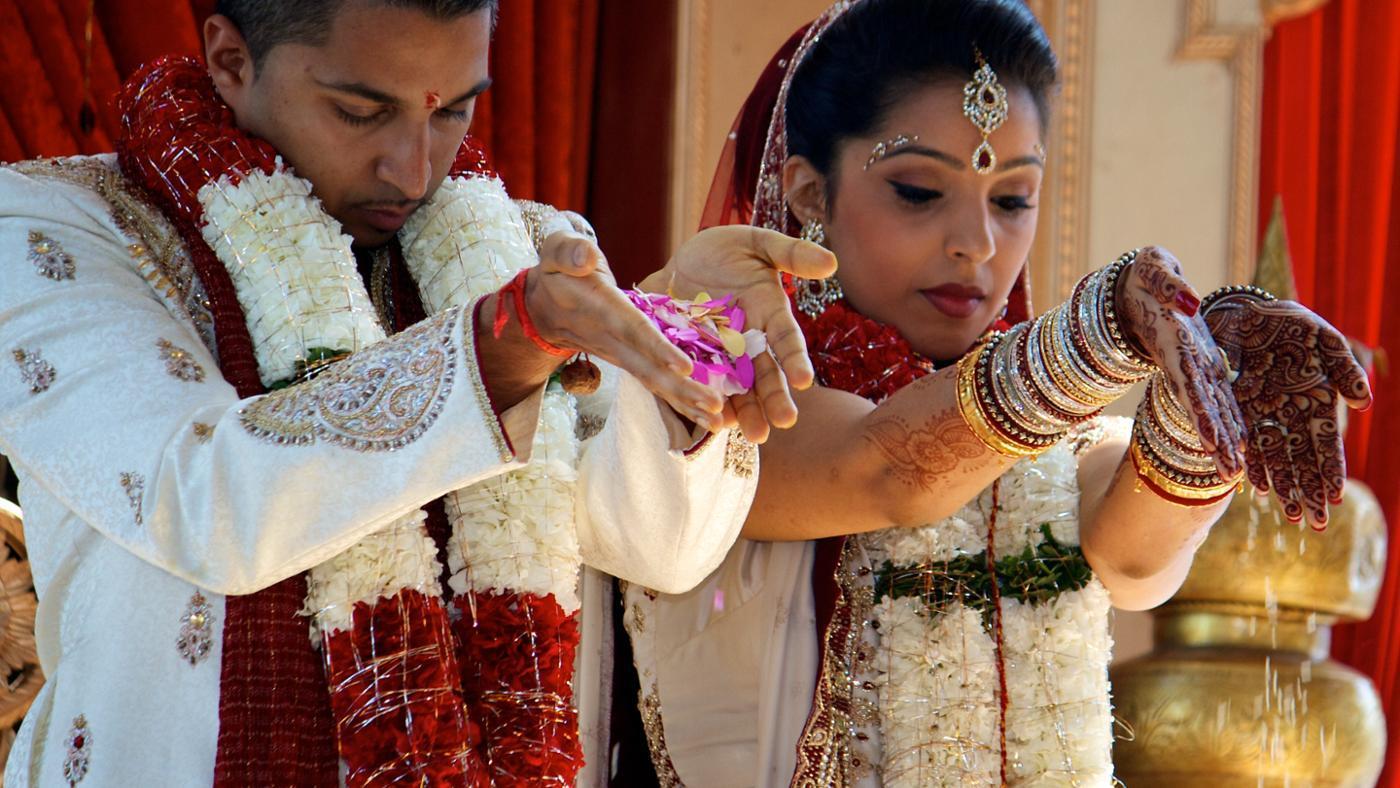 traditional-hindu-clothes