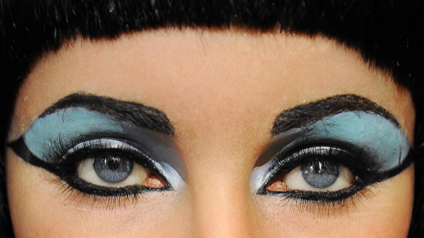 did-cleopatra-wear