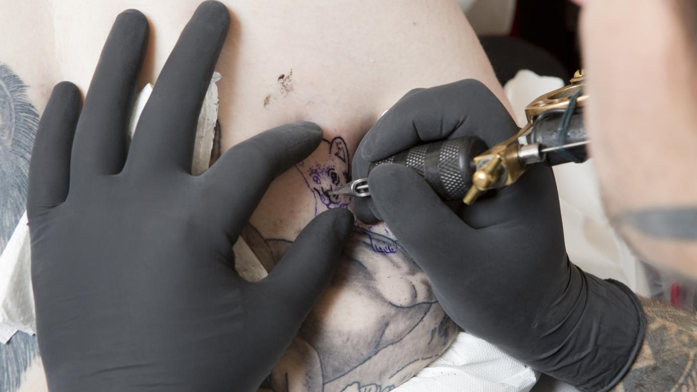 What Is the Job Description for a Tattoo Artist?