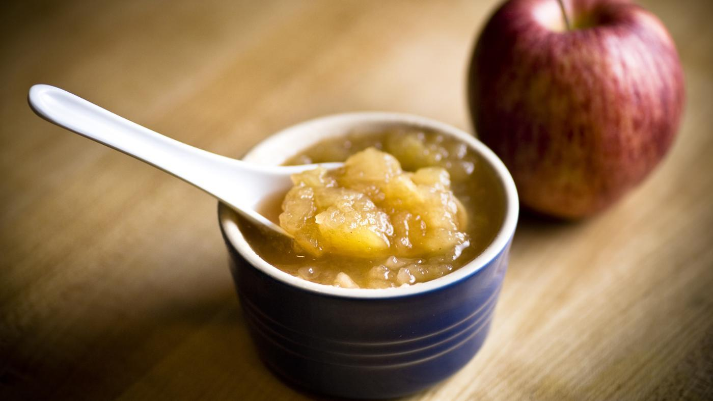 Can Applesauce Be Substituted for Oil in Cake Mix?