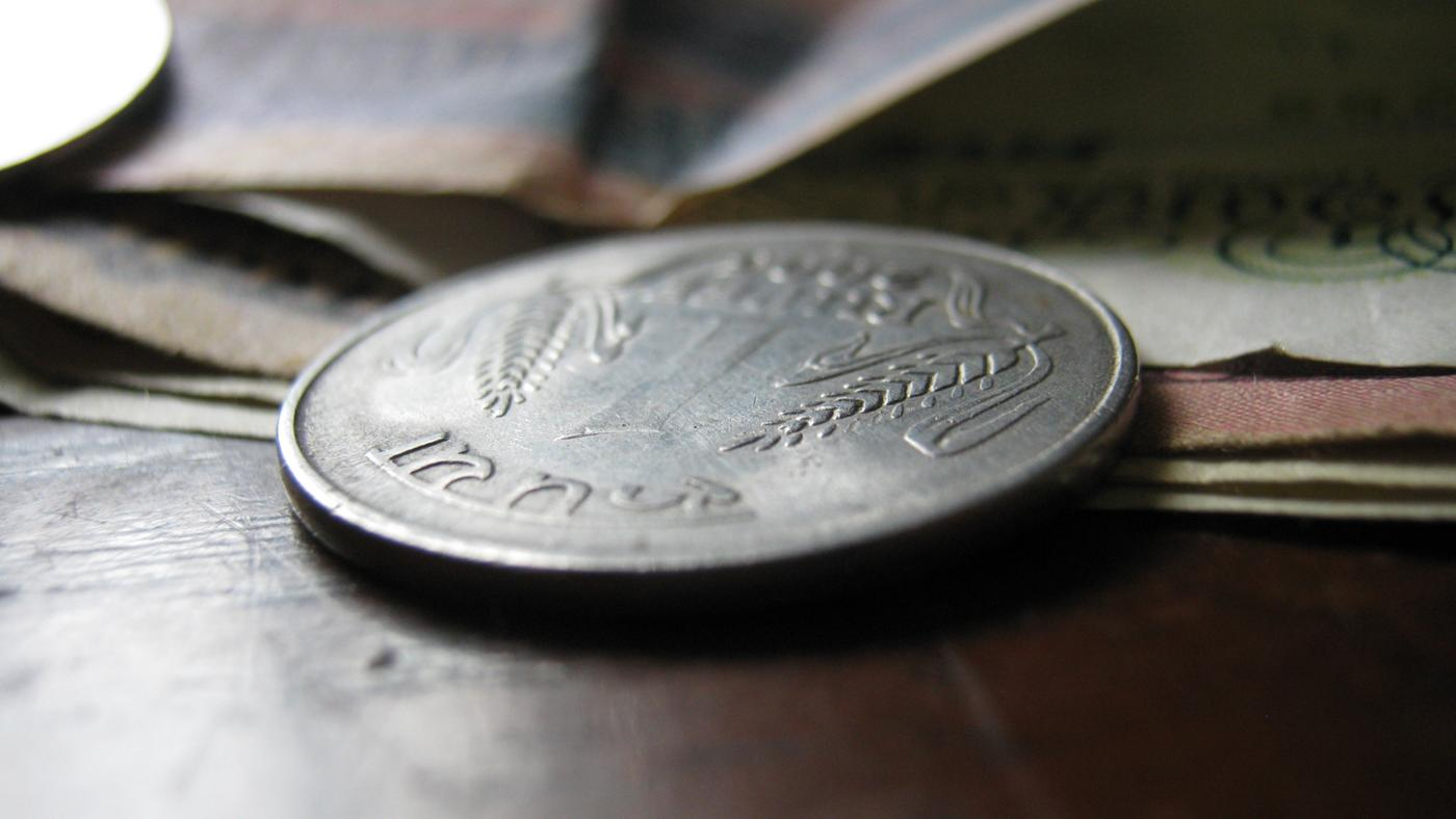Where Can Indian Rupees Be Exchanged for American Dollars?