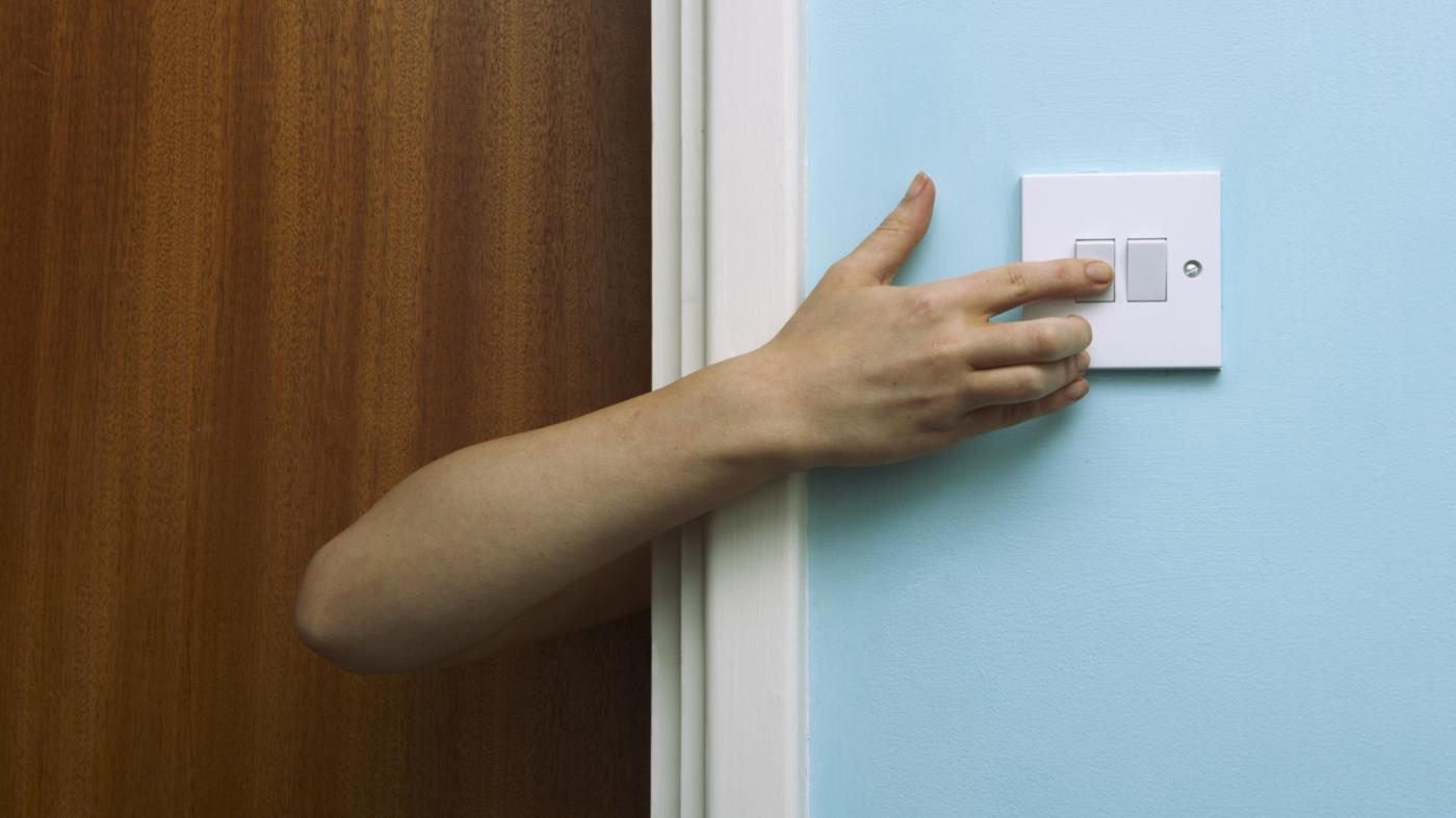 How Can One Wire a Home Light Switch?