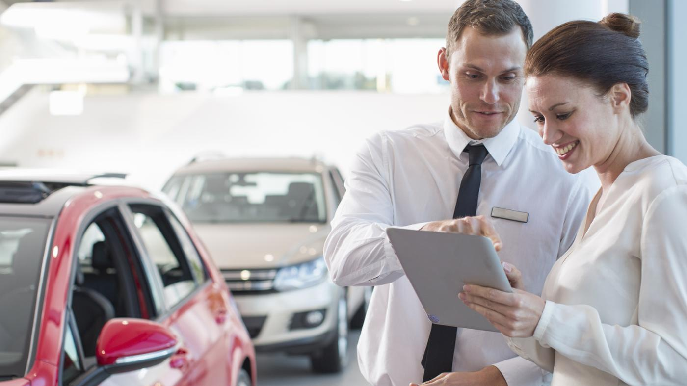 How Can You Use a Loan Calculator When Buying a New Vehicle?